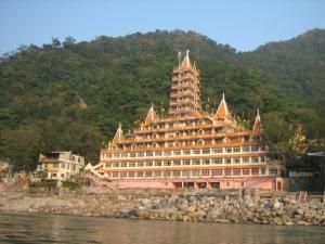 temple-at-lakshman-jhula